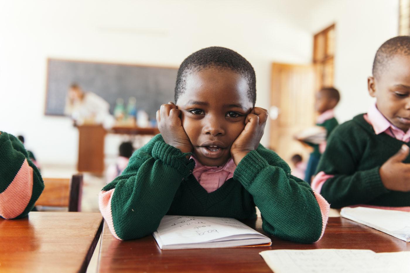 PATRIZIA School Songea, Tanzania - Kind lernt