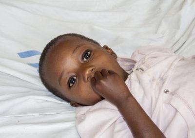 PATRIZIA Children Hospital Tanzania - Kind im Krankenbett
