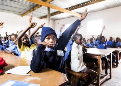 PATRIZIA School Harare, Simbabwe - Kinder melden sich im Unterricht