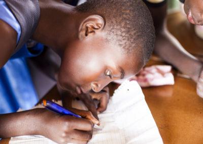 PATRIZIA School Harare Simbabwe - Mädchen Schreibt