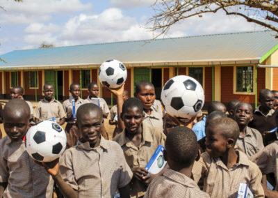 PATRIZIA School Syangeni, Kenia - Kinder mit Fußballen