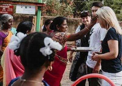 PATRIZIA Child Care Porayar, India - Sabine Schillinger-Köhne wird begrüßt / gesegnet