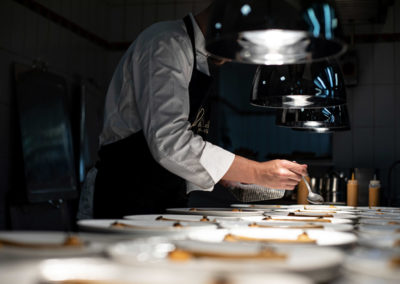 Event PATRIZIA Charity Cooking in Luxembourg mit Deloitte und Clifford Chance 2019 - Gäste kochen