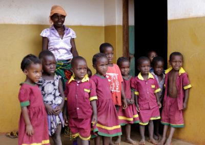 PATRIZIA Child Care Songea, Tansania - Kindergruppe mit Lehrerin