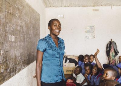 PATRIZIA School Harare Simbabwe - Lehrerin in Klasse, Klassenzimmer mit Schüler