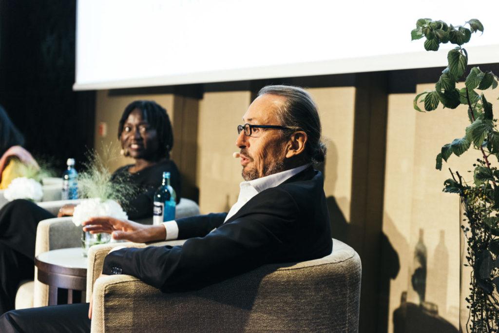 Event 1. PATRIZIA Foundation Talk 2018 in Frankfurt - Dr. Auma Obama und Wolfgang Egger