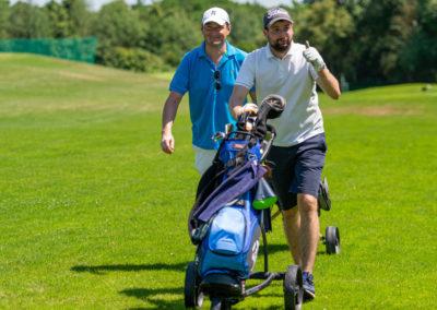 Event 7. PATRIZIA Charity Golf Cup 2019, Frankfurt Hof Hausen vor der Sonne - Golfer mit Golfschläger zeigt Daumen hoch