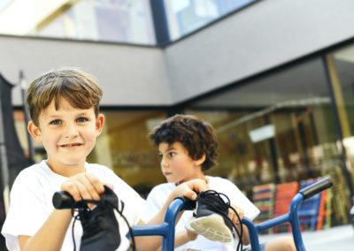 PATRIZIA Child Care Augsburg - Kinder mit PCF Tshirt auf Fahrrad