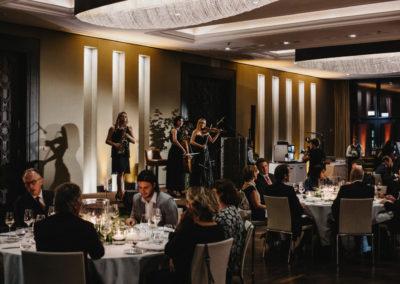 Event 1. PATRIZIA Foundation Talk Frankfurt - Abendveranstaltung, Band, Gäste beim Dinner