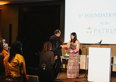 Event 1. PATRIZIA Foundation Talk Frankfurt - Handshake Her Majesty Queen Mother Sangay Choden Wangchuck und Wolfgang Egger