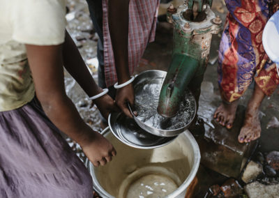 PATRIZIA Child Care Porayar, Indien - Mädchen spülen Teller