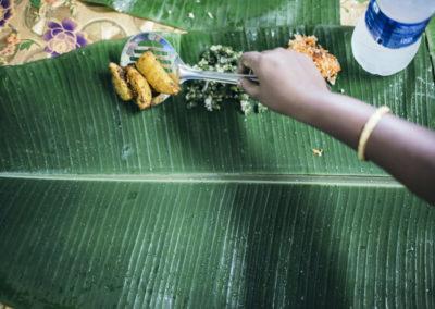 PATRIZIA Child Care Porayar, Indien - Kartoffel auf grünem Blatt mit Wasser