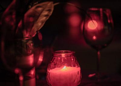 Event Sommerfest PATRIZIA Children Foundation 2019 für den Sponsor Circle - Teelicht mit Weinglas in rotem Abendlicht